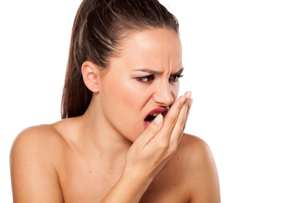 Consejos que te ayudarán a aliviar la halitosis